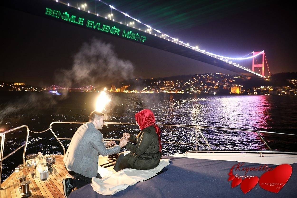Lazer gösterisi ile yatta evlilik teklifi - Kıymetlim Organizasyon