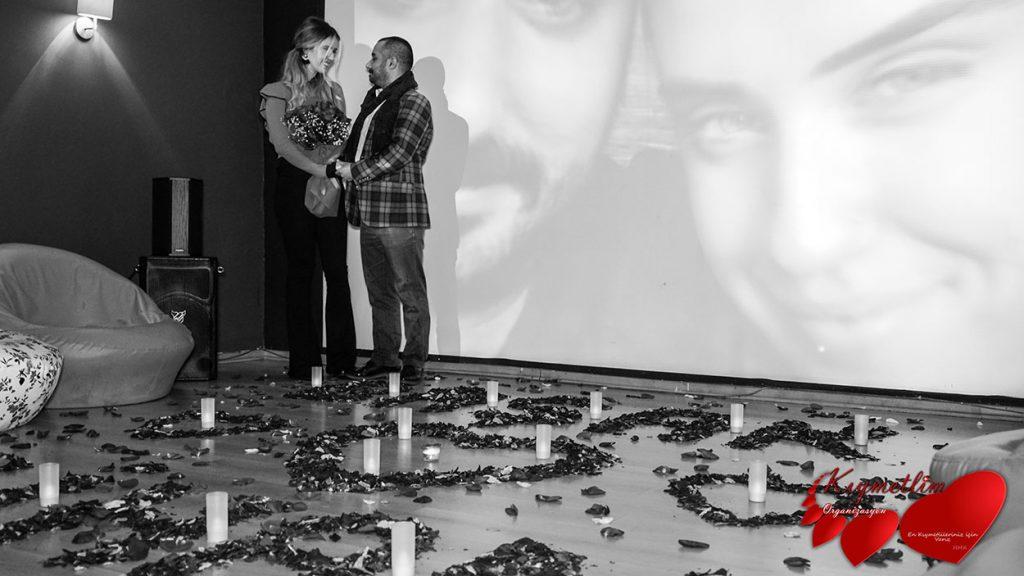Sinemada Evlenme Teklifi - Sürpriz Evlilik teklifi organizasyonları - KIYMETLİM ORGANİZASYON