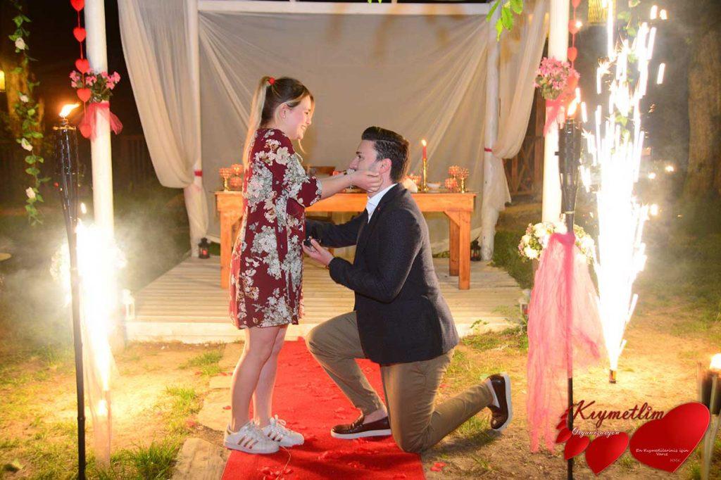 büyülü orman - romantik evlilik teklifleri - sürpriz evlilik teklifi organizasyonları - kıymetlim organizasyon