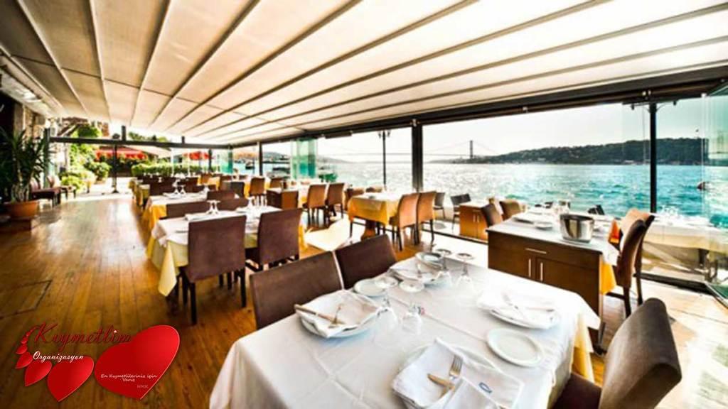 Boğazda Lüks Balık Restoranında yemek ardından yatta evlilik teklifi - ChaCha Balık Restoran - Evlilik Teklifi Organizasyonu - KIYMETLİM ORGANİZASYON